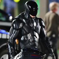 Новый модный черный робокоп