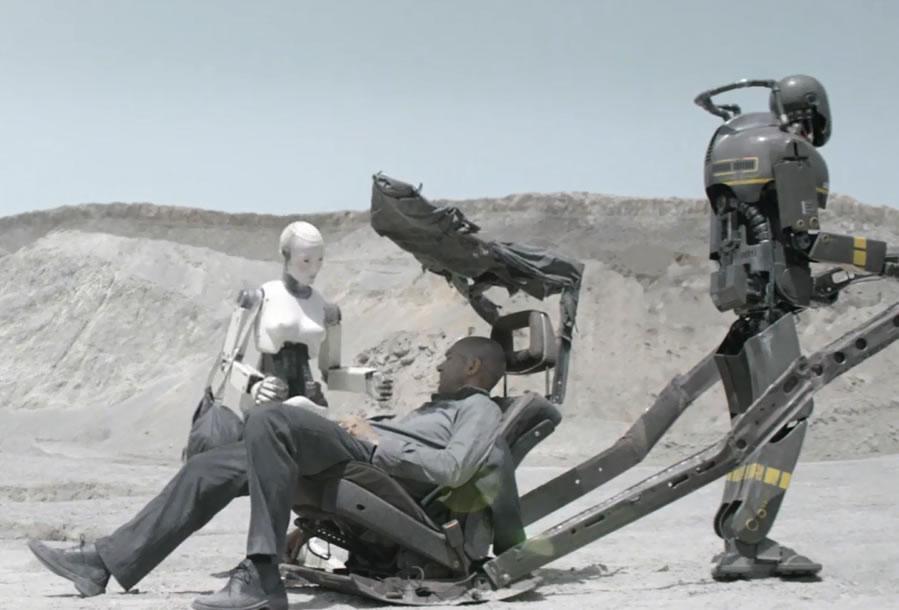 Страховщик / Autómata (кадр из фильма)