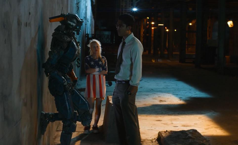 Робот по имени Чаппи / Chappie (кадр из фильма)